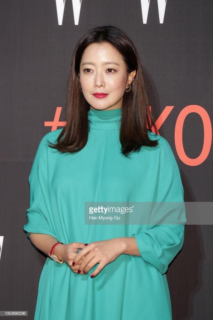 Nhan sắc trẻ trung bất chấp tuổi 41 của Kim Hee Sun cũng không thể cứu vãn nổi ca mặc khó hiểu, kém duyên này-2