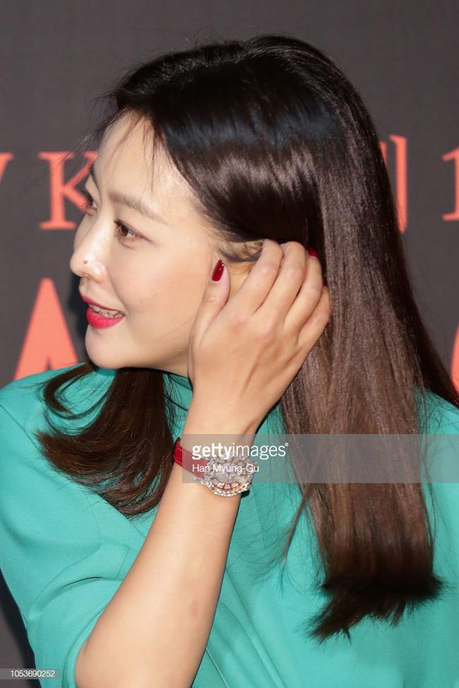 Nhan sắc trẻ trung bất chấp tuổi 41 của Kim Hee Sun cũng không thể cứu vãn nổi ca mặc khó hiểu, kém duyên này-3