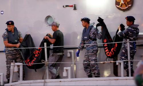 Đội cứu hộ Indonesia mang 21 túi đựng thi thể nạn nhân vụ máy bay Lion Air rơi về nơi nhận dạng-2