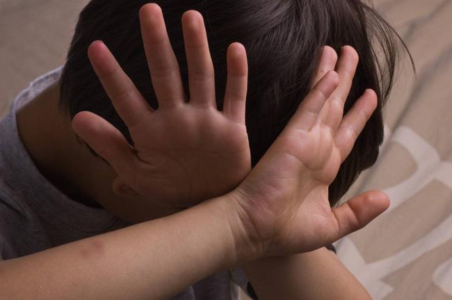 Cậu bé 5 tuổi khóc sau mỗi lần thay quần áo, sự thật khiến cha mẹ phẫn nộ-2