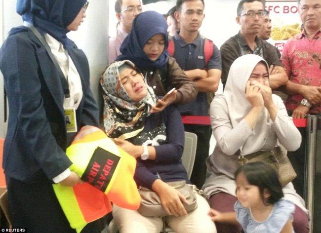 Thực hư về bức ảnh em bé sống sót trên chuyến bay tử thần Lion Air JT 610 được chia sẻ chóng mặt trên mạng-4