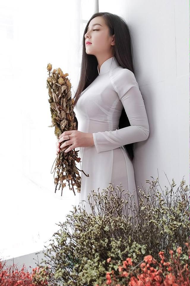 Nhan sắc nóng bỏng của cô gái chụp ảnh áo dài đẹp như Mai Phương Thúy-1