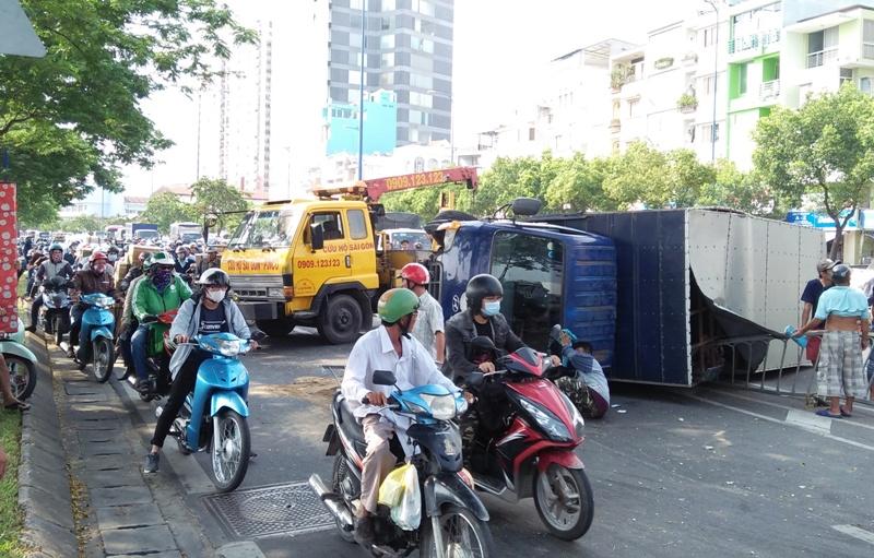 Nhiều người vứt xe, chạy thục mạng khi ô tô tải đại náo phố Sài Gòn-2