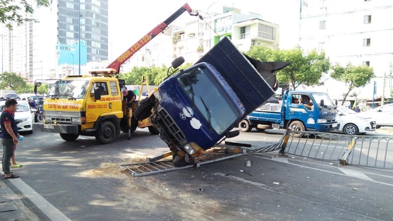 Nhiều người vứt xe, chạy thục mạng khi ô tô tải đại náo phố Sài Gòn-3