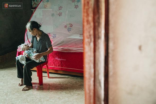 Cuộc sống của 2 đứa trẻ sau vụ cháy lớn ở Đê La Thành: Con chỉ biết pha sữa chứ không dám bế em, sợ em ngã-9