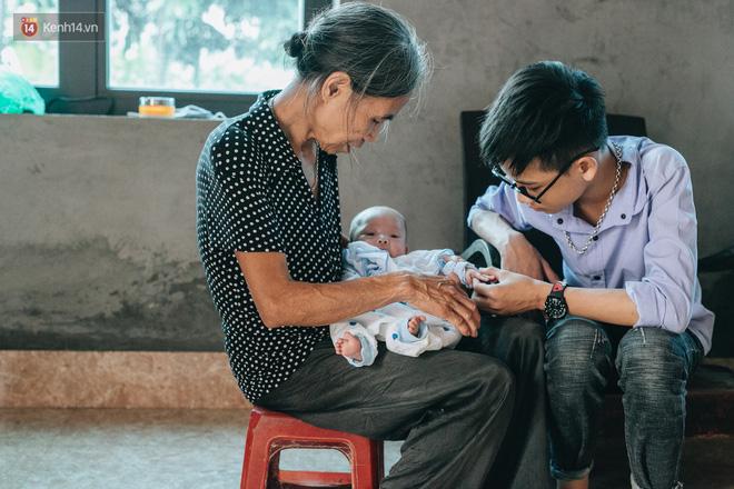 Cuộc sống của 2 đứa trẻ sau vụ cháy lớn ở Đê La Thành: Con chỉ biết pha sữa chứ không dám bế em, sợ em ngã-19