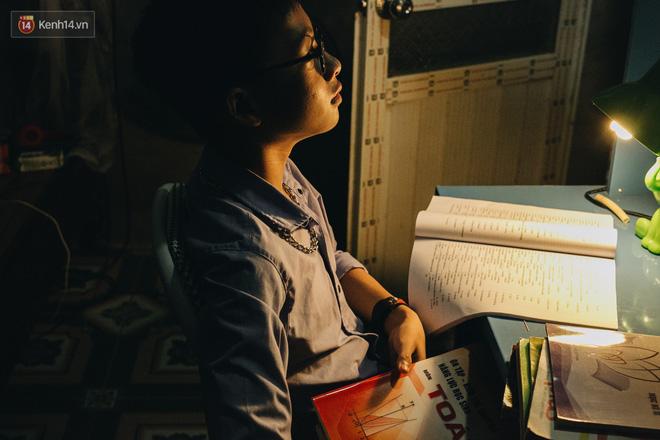 Cuộc sống của 2 đứa trẻ sau vụ cháy lớn ở Đê La Thành: Con chỉ biết pha sữa chứ không dám bế em, sợ em ngã-23