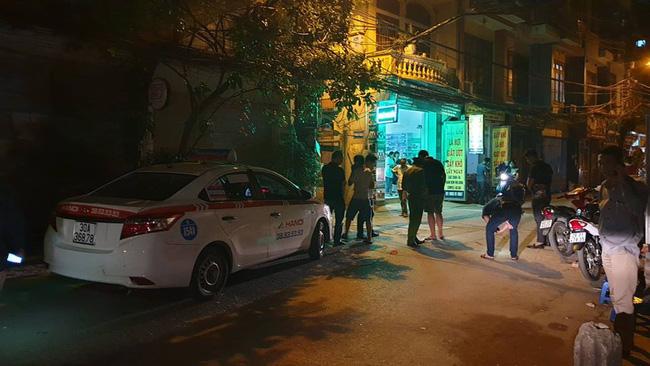 Người dân kể lại giây phút tài xế Mazda rút súng bắn rồi đánh và lái xe chèn qua nạn nhân-2
