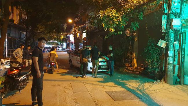 Người dân kể lại giây phút tài xế Mazda rút súng bắn rồi đánh và lái xe chèn qua nạn nhân-3