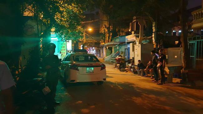 Người dân kể lại giây phút tài xế Mazda rút súng bắn rồi đánh và lái xe chèn qua nạn nhân-6