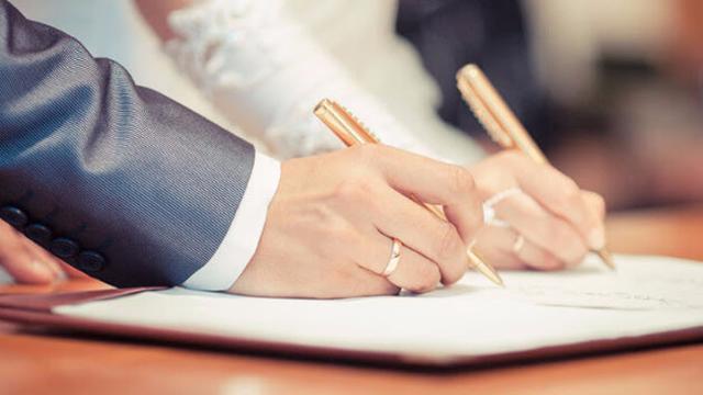 Vợ mới cưới viện đủ cớ không đăng ký kết hôn, chồng phát hiện bí mật động trời-1