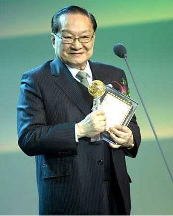 Nhà văn Kim Dung với nỗi đau vợ đầu ngoại tình, con trai tự tử-1