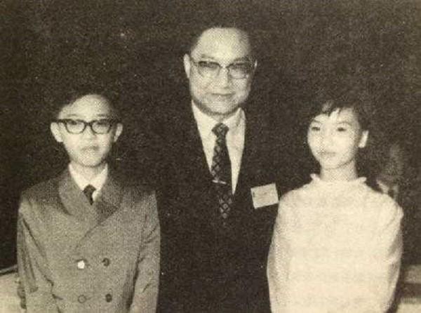 Nhà văn Kim Dung với nỗi đau vợ đầu ngoại tình, con trai tự tử-3