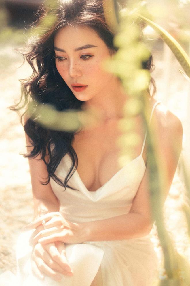 Diễn viên Thanh Hương quyến rũ với hot trend chụp ảnh mặt tàn nhang-6