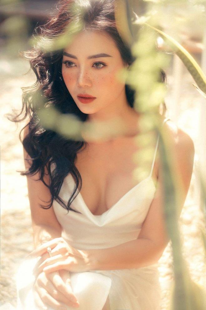 Diễn viên Thanh Hương quyến rũ với hot trend chụp ảnh mặt tàn nhang-7