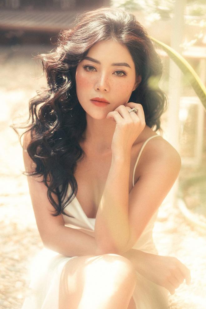 Diễn viên Thanh Hương quyến rũ với hot trend chụp ảnh mặt tàn nhang-8