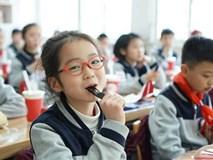 Cô bé lớp 5 gây 'sốt' với bài văn: Không cần học cật lực, chỉ cần sống hạnh phúc