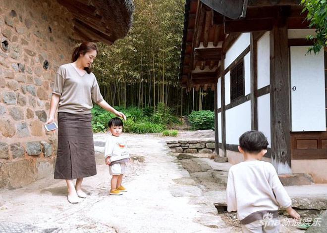Một năm làm vợ làm chồng tuyệt vời hơn phim của Song Song: Đây là cách đặc biệt mà cặp quyền lực nhất Kbiz chung sống-6