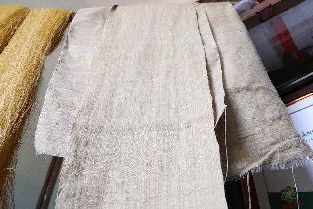 Cụ bà vô đối Việt Nam: Luyện tằm tự dệt chăn tơ, bắt cọng sen nhả lụa-4