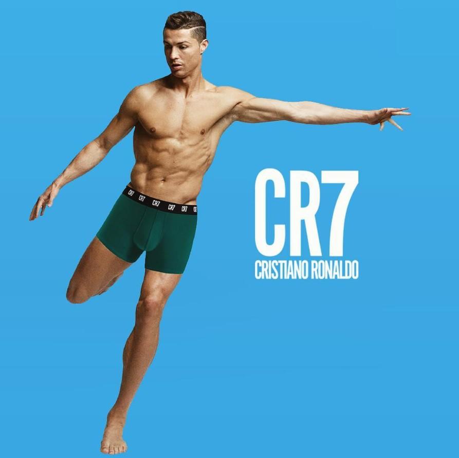 Mặc đồ lót đắm mình trong biển bong bóng, Ronaldo khiến các fan nhìn thôi cũng thấy ngạt thở-3