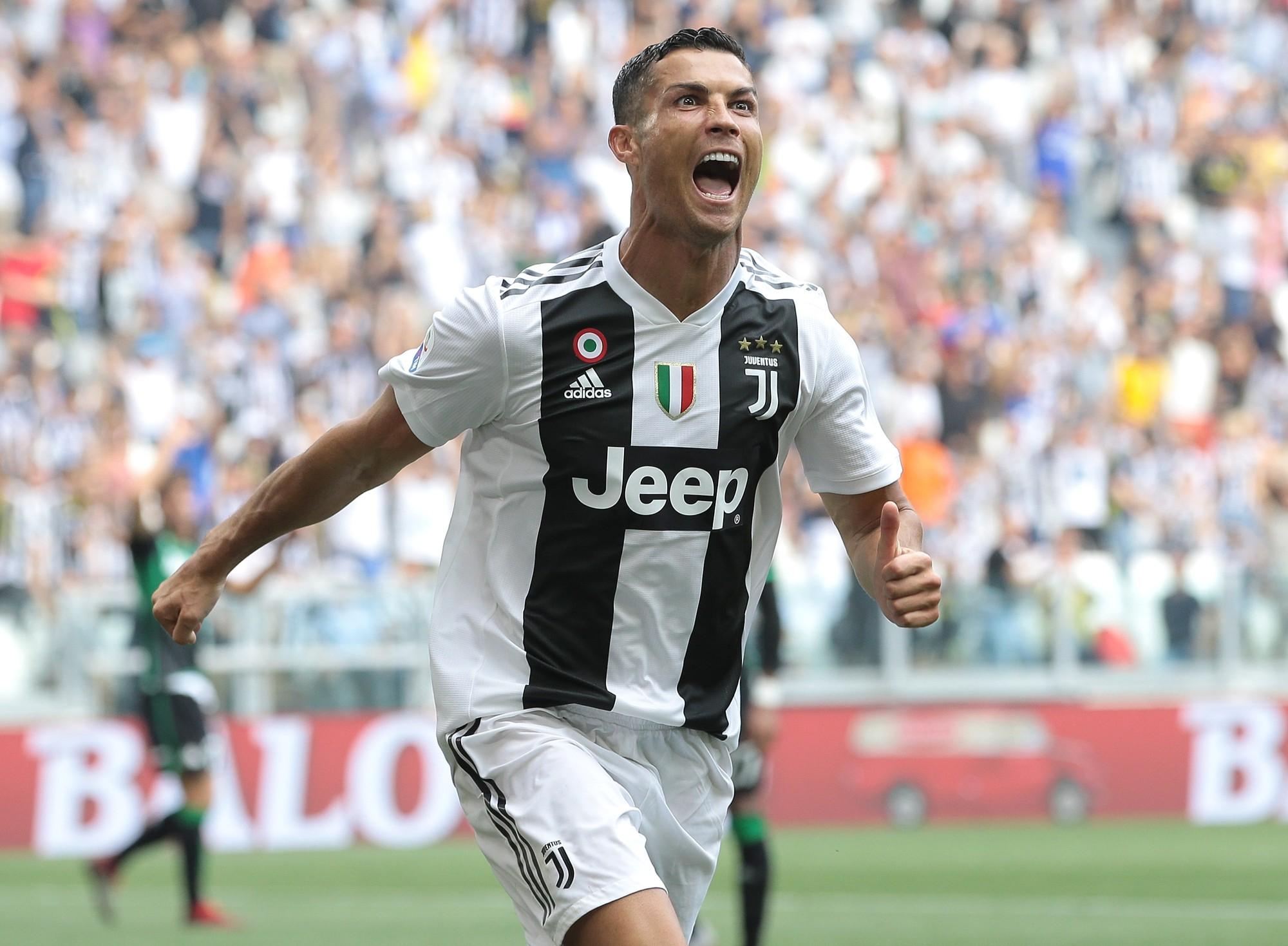 Mặc đồ lót đắm mình trong biển bong bóng, Ronaldo khiến các fan nhìn thôi cũng thấy ngạt thở-5