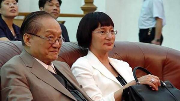 Nhìn hai người vợ của nhà văn Kim Dung đi, thất bại của cơm và sự lên ngôi của phở là bài học đắt giá cho chị em đấy!-2
