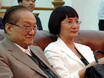 Nhìn hai người vợ của nhà văn Kim Dung đi, thất bại của