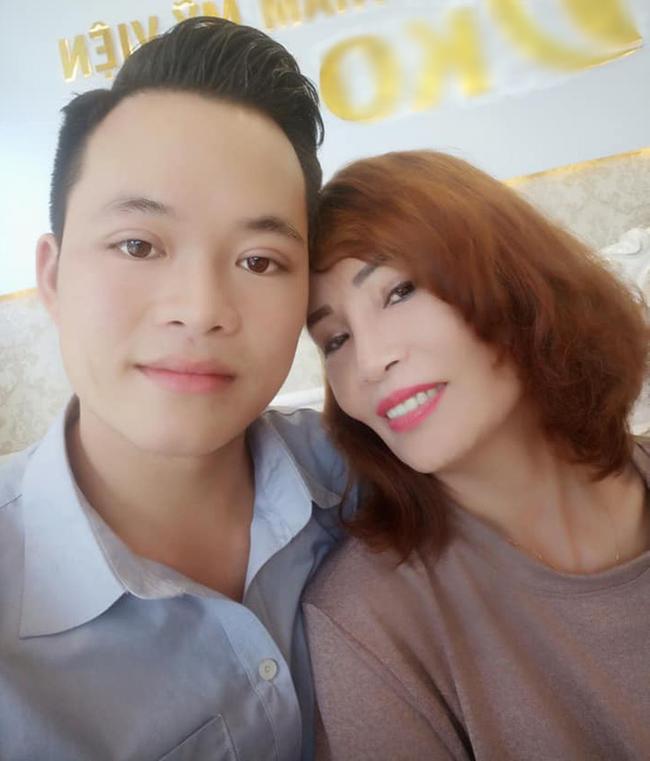 Ham livestream, cô dâu 62 tuổi lộ rõ vẻ già nua như chưa thẩm mỹ, dân mạng nghi ngờ làm màu để bán hàng online-4
