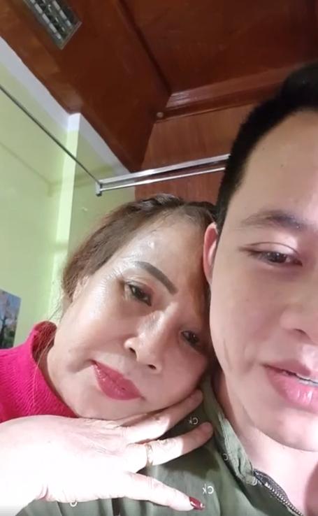 Ham livestream, cô dâu 62 tuổi lộ rõ vẻ già nua như chưa thẩm mỹ, dân mạng nghi ngờ làm màu để bán hàng online-10