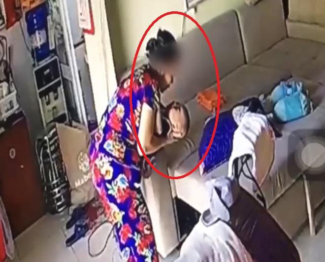 Người giúp việc liên tục nhổ nước bọt vào miệng bé trai 6 tháng tuổi vì… gắt ngủ-1