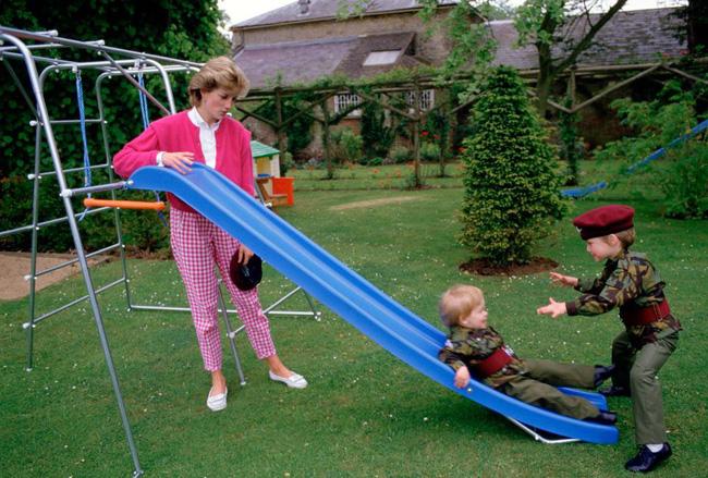 Lần đầu tiết lộ việc Công nương Diana từng tranh cãi nảy lửa và phũ phàng sa thải bảo mẫu của con vì điều này-3