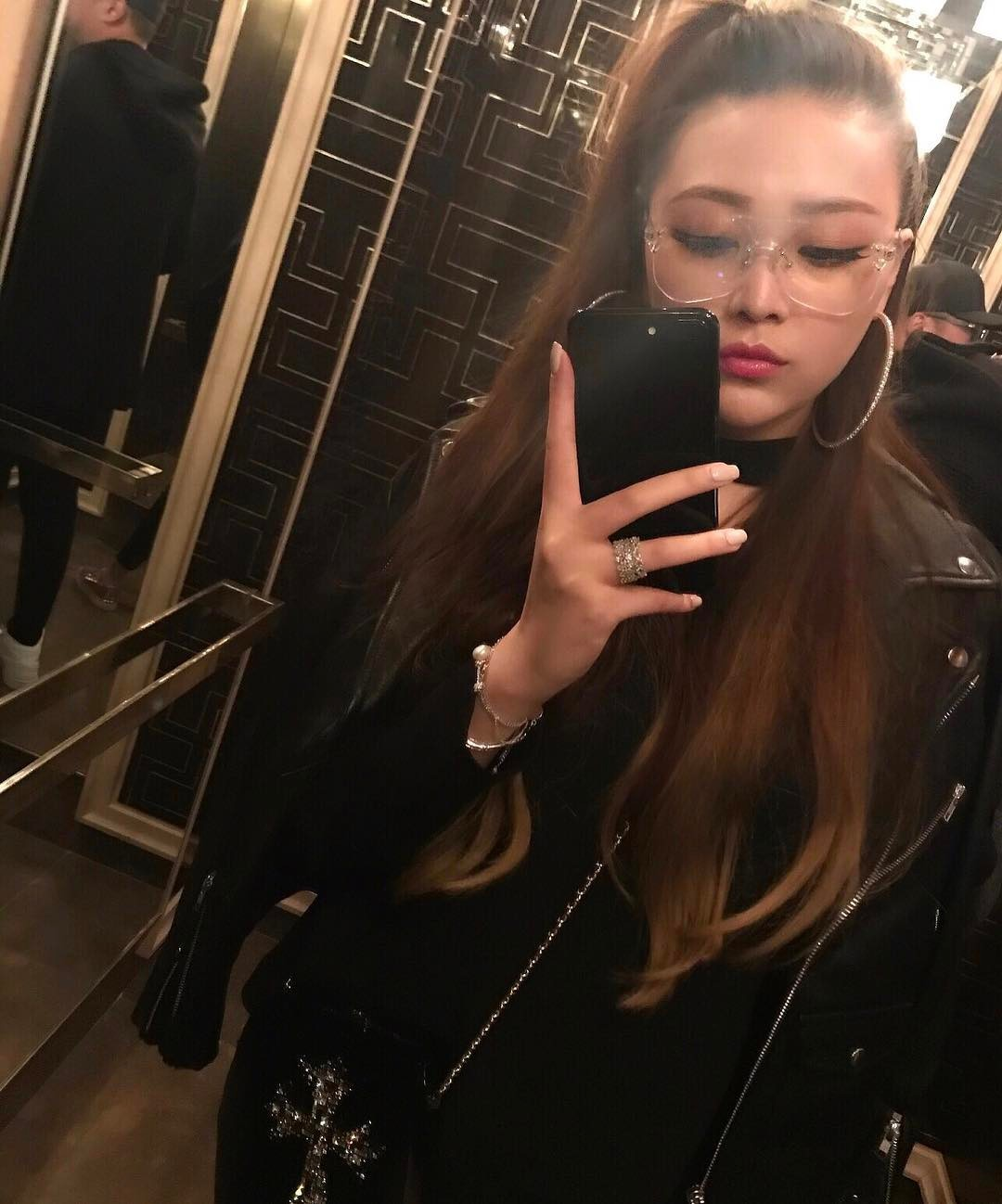 Ở Trung Quốc có hội bạn thân toàn tiểu thư trâm anh thế phiệt, xinh đẹp và tất nhiên, rất giàu có!-5