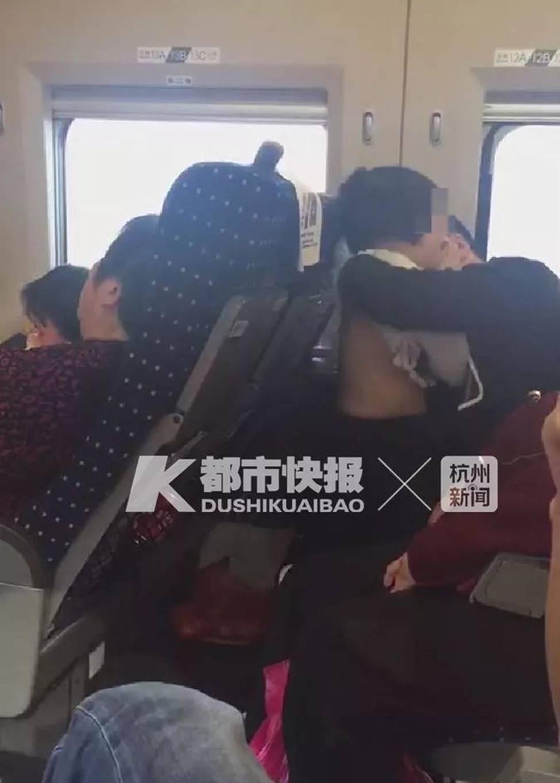 Tranh cãi quanh clip bố sờ soạng con gái trên tàu: Cảnh sát tuyên bố không phải quấy rối, luật sư lên tiếng phản bác-3
