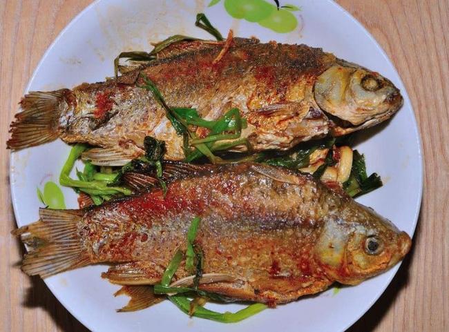 Chỉ với 3 bước đơn giản này, món cá rán tôi làm hoàn toàn không bị tanh, không bị dính chảo-3