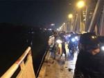 Xe Mercedes lao xuống sông Hồng: Một thi thể tay vẫn nắm chặt vô lăng-4