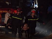 Xe Mercedes lao xuống sông Hồng: Một thi thể tay vẫn nắm chặt vô lăng