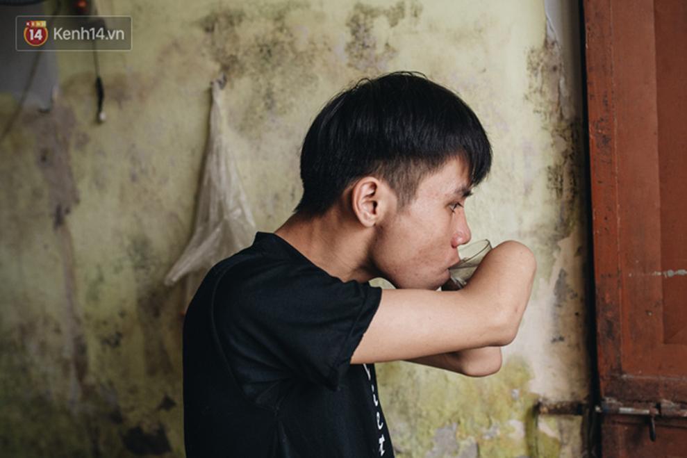 Chàng sinh viên Hà Nội mất 2 cánh tay trước ngày thi Đại học: Còn sống thì sống cho đáng, mọi chuyện rồi sẽ tốt lên-15