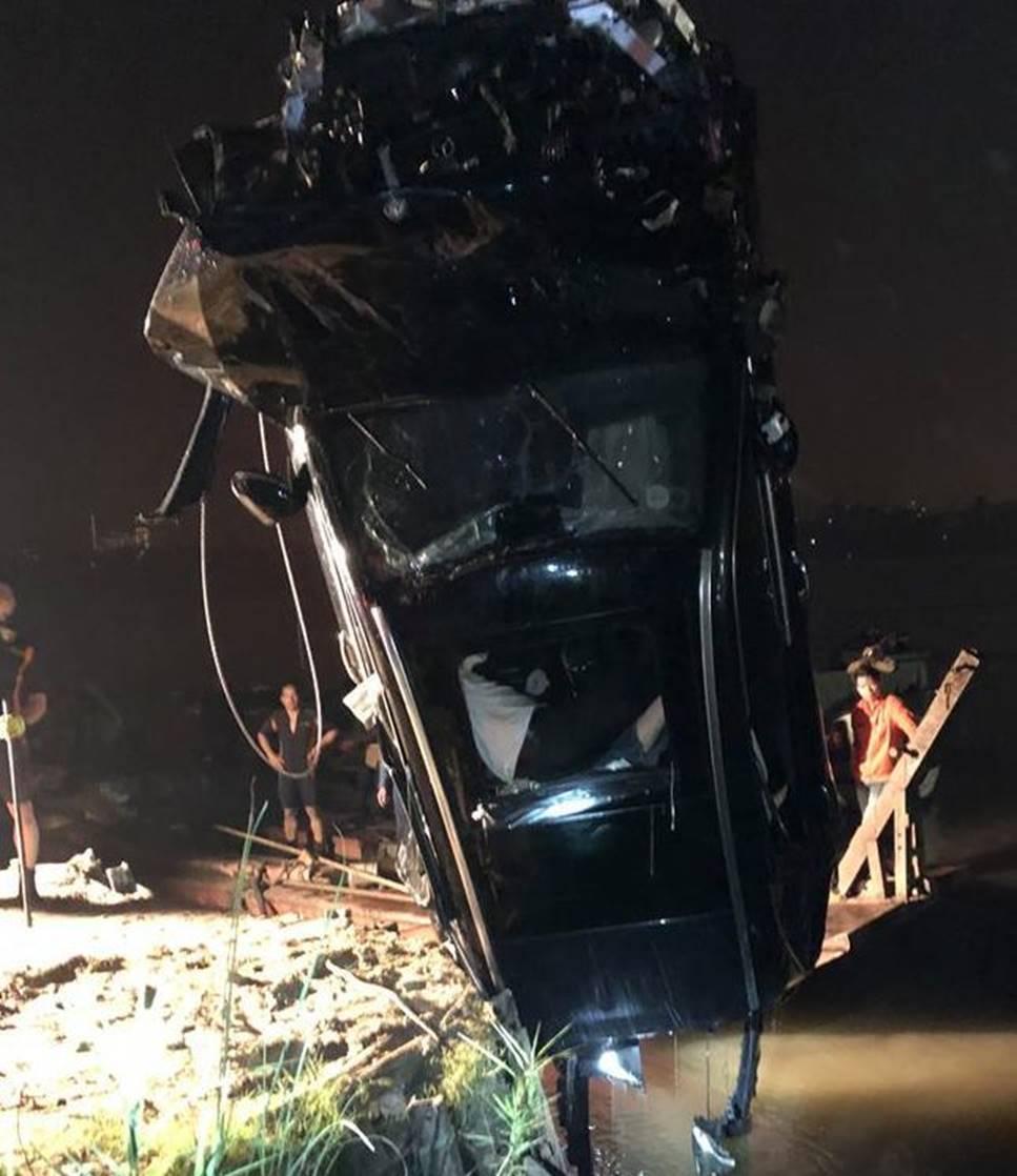 Xác định chủ xe Mercedes rơi từ cầu Chương Dương xuống sông Hồng-2