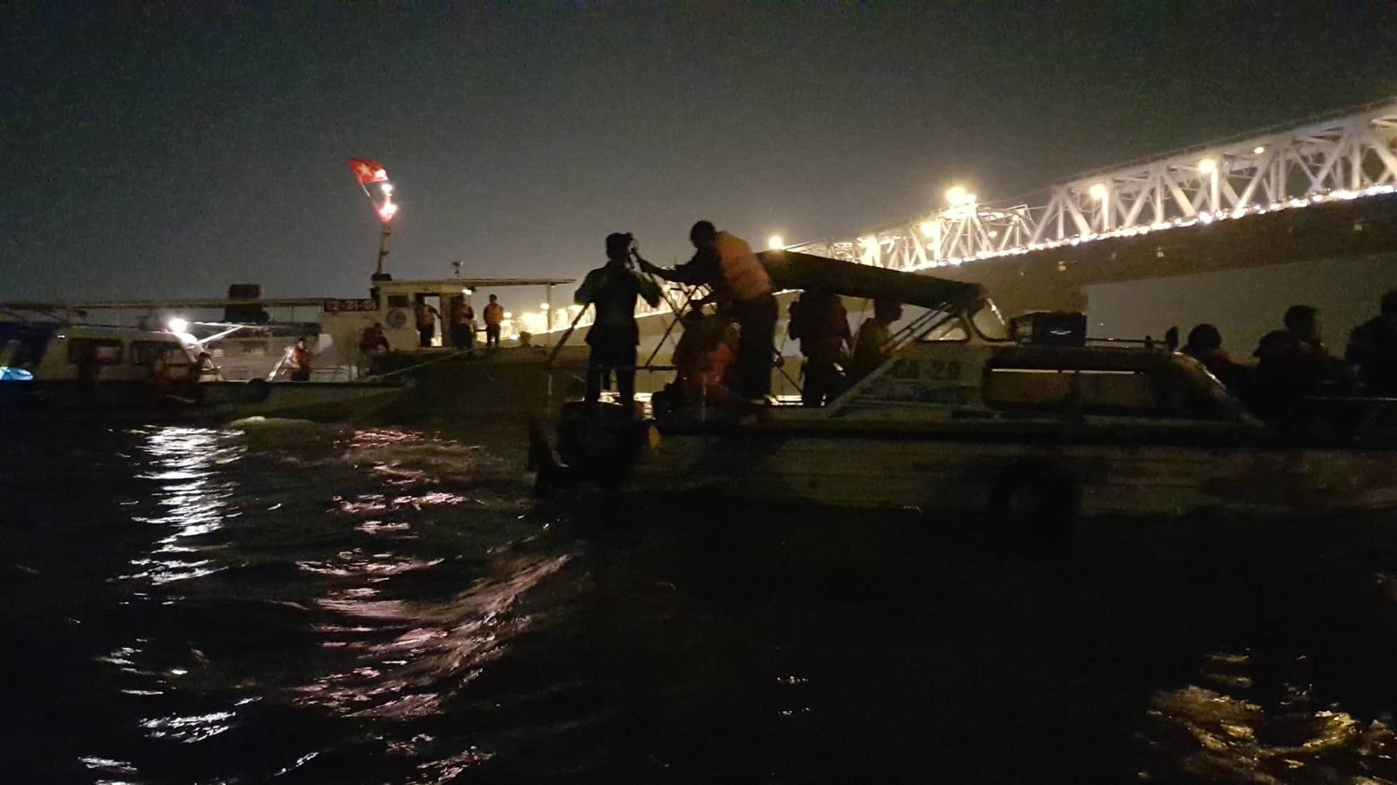 Xác định chủ xe Mercedes rơi từ cầu Chương Dương xuống sông Hồng-4