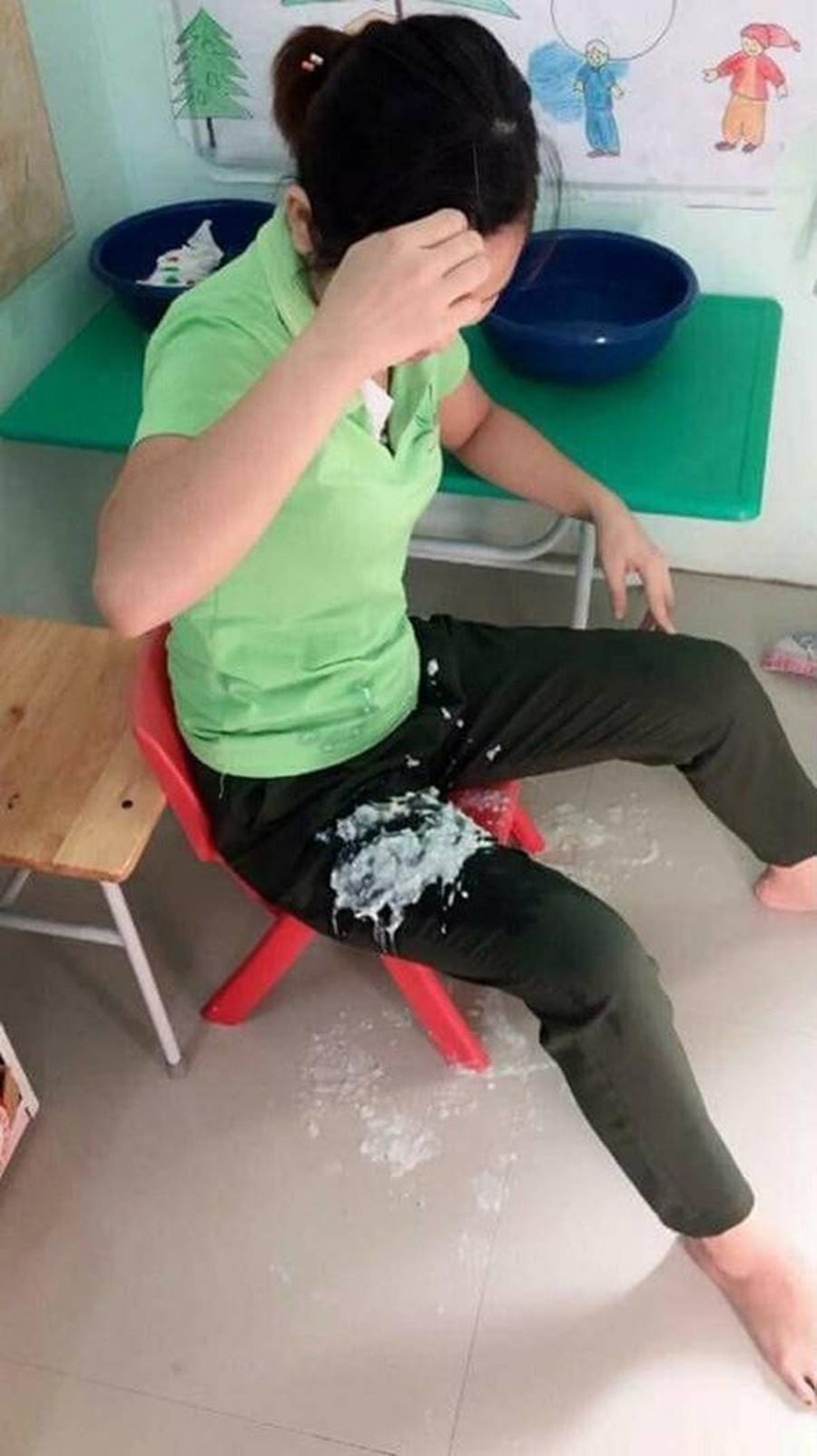 Kể chuyện bữa trưa nào cũng dọa cho học sinh phát khóc, cô giáo mầm non suýt bị mắng, mọi người nghe ngọn ngành thì lại xót xa-3