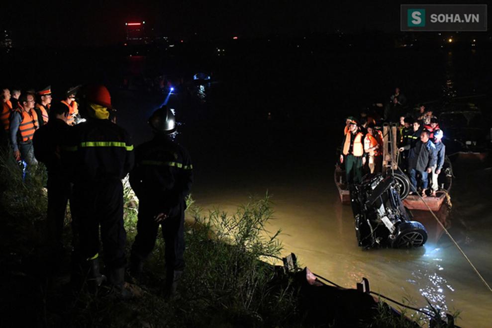 Danh tính nữ nạn nhân tử vong trong xe Mercedes rơi xuống sông Hồng-2
