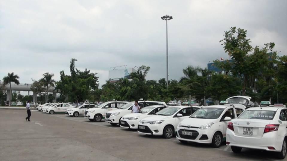 Hàng trăm tài xế taxi đình công, không đón khách ở sân bay-2