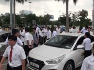 Hàng trăm tài xế taxi 'đình công', không đón khách ở sân bay