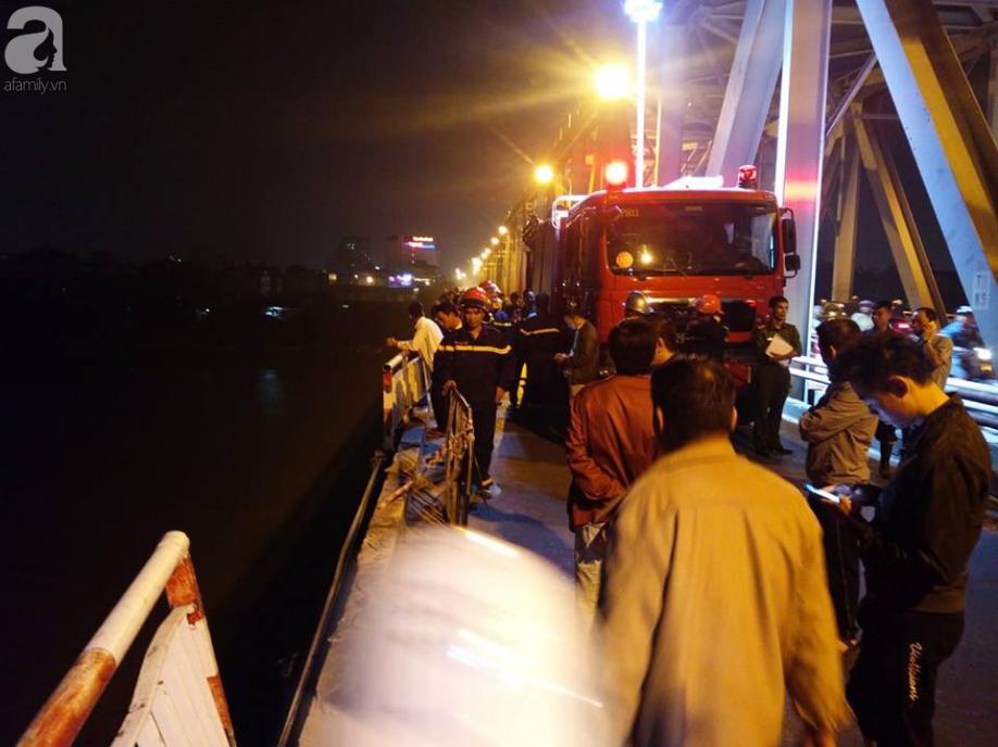 Người cầm lái chiếc xe Mercedes đâm sập lan can cầu Chương Dương rơi xuống sông Hồng không phải chủ xe-1