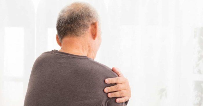 Người đàn ông bị nhức vai, đi khám sốc vì ung thư phổi giai đoạn cuối-1