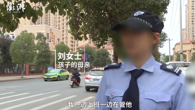 Cậu bé bị mẹ trói trước cổng trường vì không muốn đi học, biết chuyện cư dân mạng chỉ trích người mẹ vô trách nhiệm-3