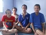 Bà đi lượm ve chai nuôi 11 đứa cháu cả nội cả ngoại bị bố mẹ bỏ rơi, đau ốm mà không có tiền chữa-19