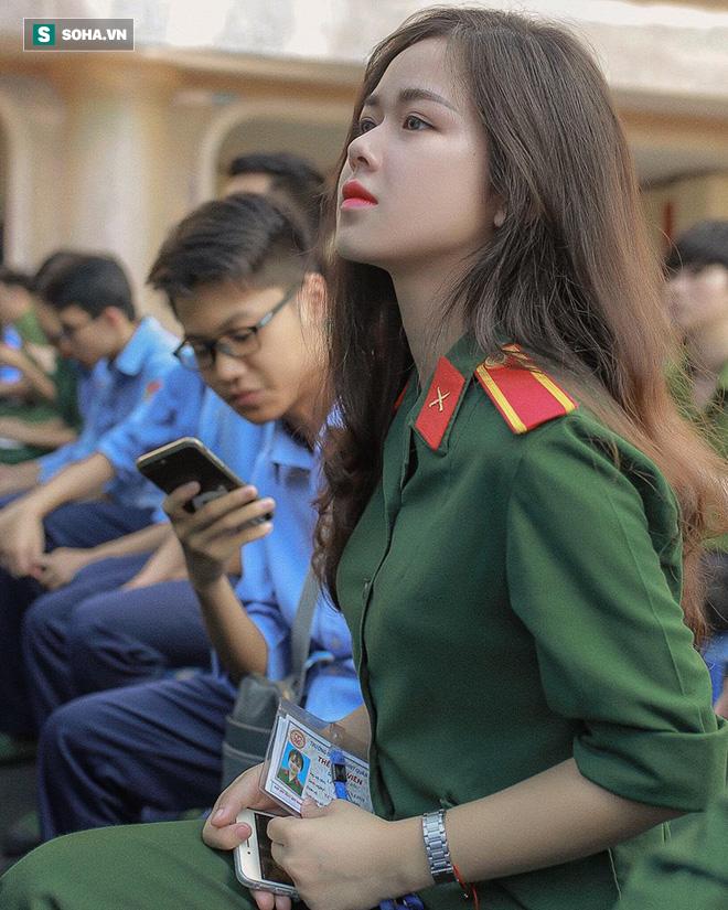 Cô gái mặc quân phục gây sốt MXH: Tôi luôn kiên trì với mọi thứ đã chọn!-1