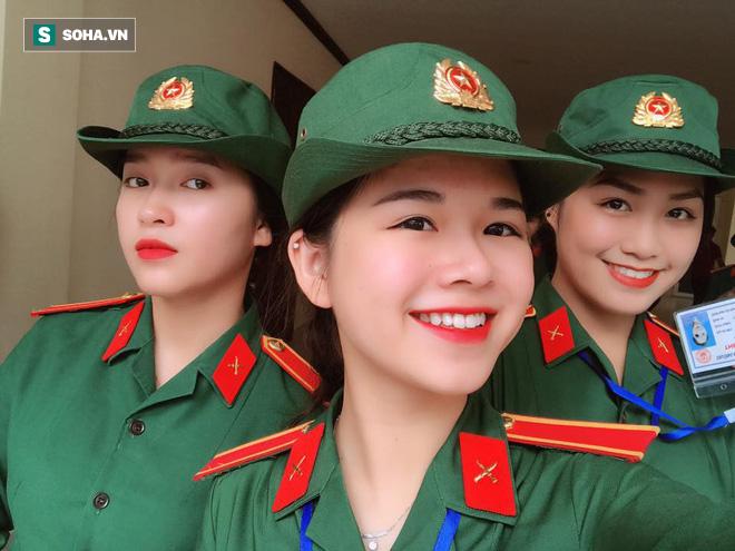 Cô gái mặc quân phục gây sốt MXH: Tôi luôn kiên trì với mọi thứ đã chọn!-6