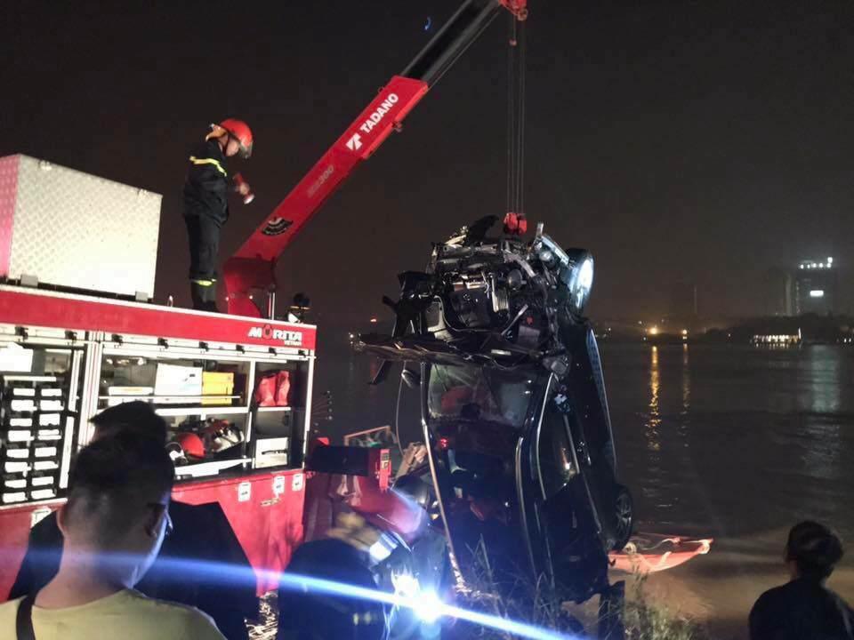Vụ xe Mercedes lao từ cầu Chương Dương xuống sông: Phát hiện dấu hiệu bất thường-2